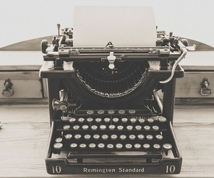 Cómo reparar tu antigua máquina de escribir si se atranca una letra