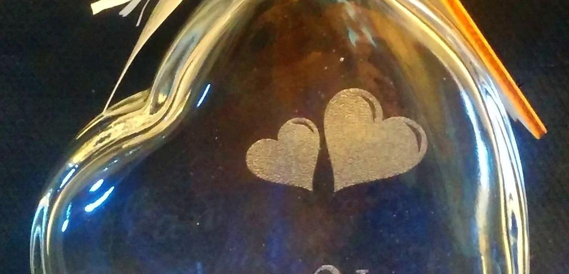 Corte y grabado láser sobre cristal en Valencia
