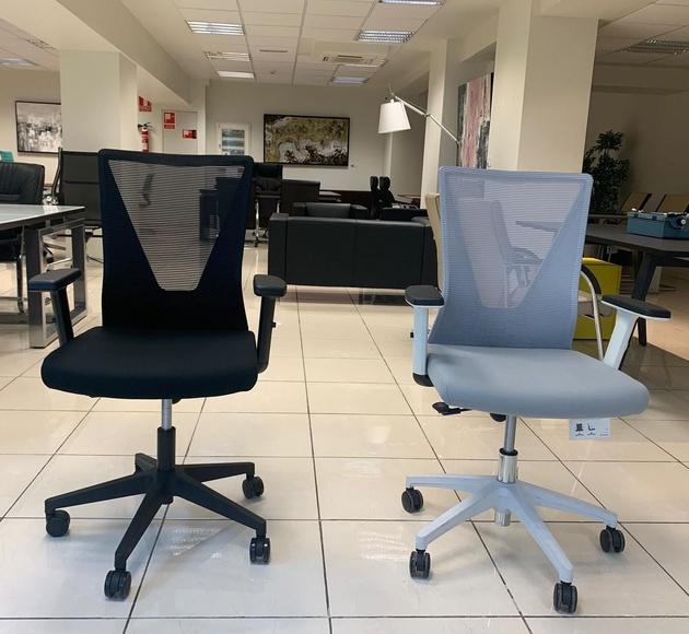 silla ergonómica tirreno blanca y negra vista frontal
