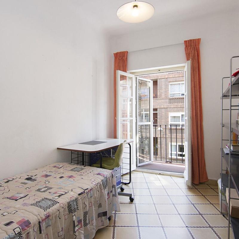 Piso de tres dormitorios haciendo esquina en calle Martinez de la Rosa, jun: Inmuebles de JP Inmobiliaria