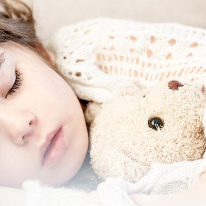 ¿Debe dormir la siesta o mejor sólo por la noche?