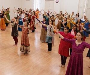 Clases con profesionales en danza india