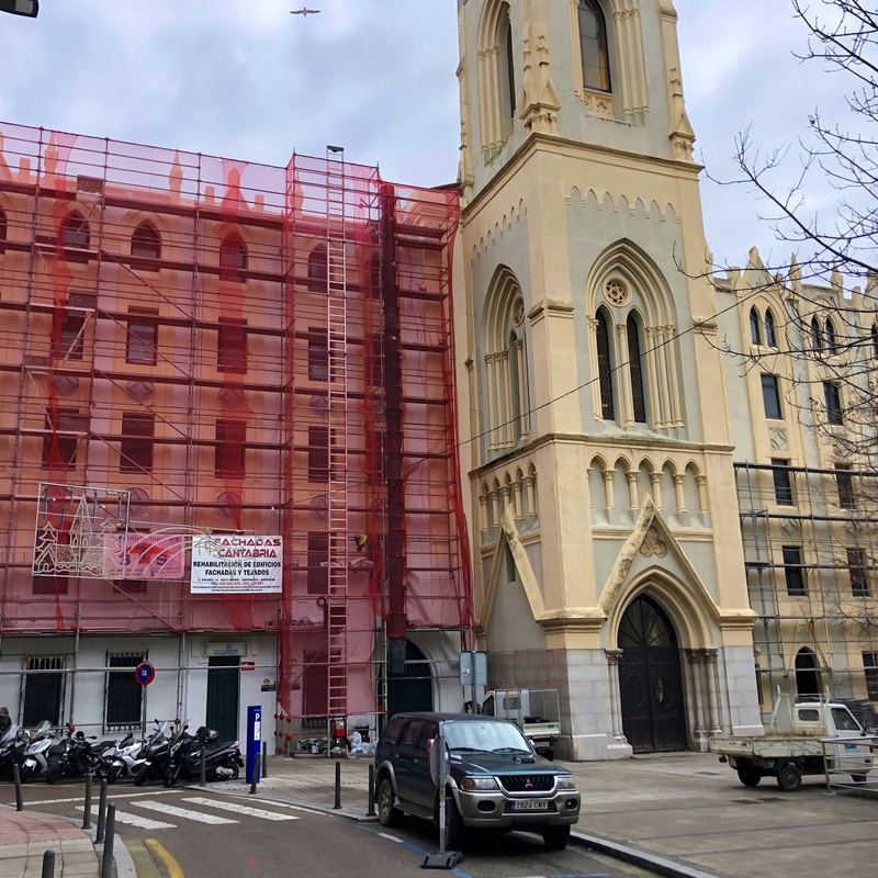 Rehabilitación de fachadas y tejados en iglesia de Santander. Fachadas Cantabria