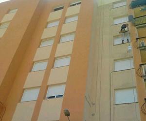 Trabajos verticales de pintura de fachadas
