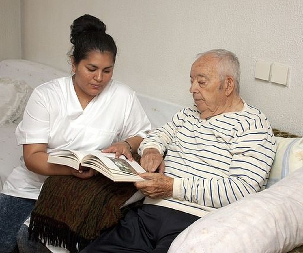 ¿Cuáles son las requisitos indispensables para trabajar con personas de la tercera edad?