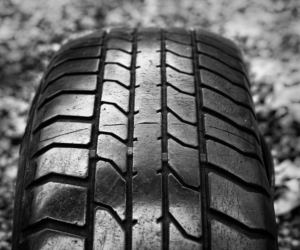 ¿Por dónde y por qué se desgastan los neumáticos?