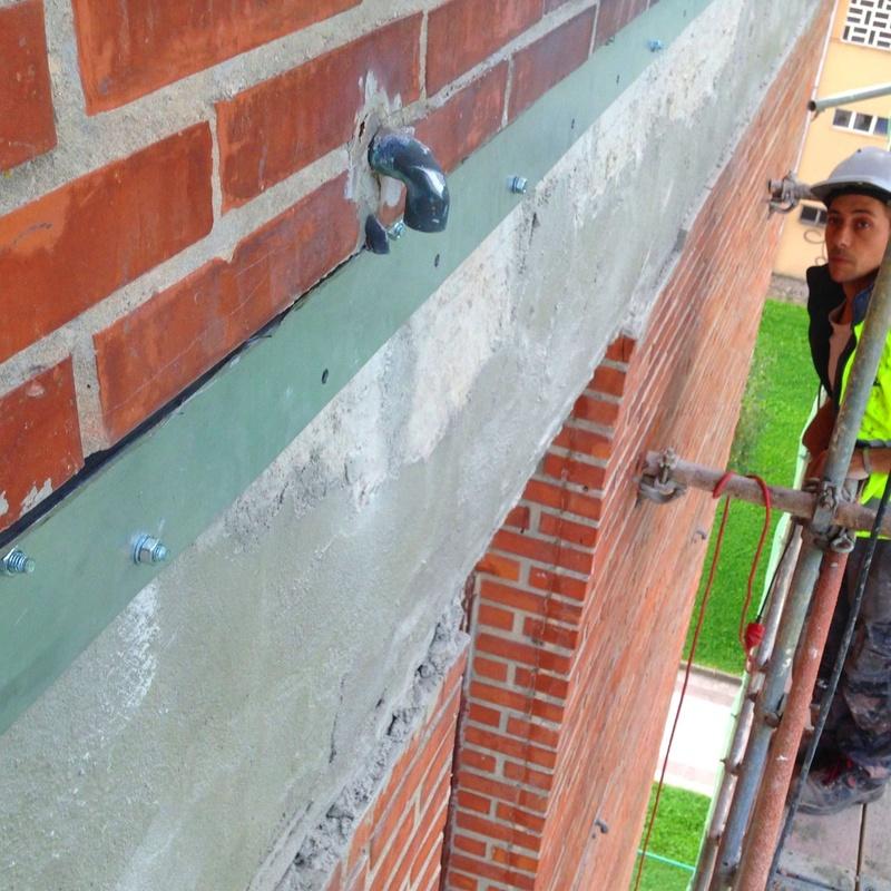 Refuezo del apoyo de la hoja exterior de fachada de ladrillo caravista.