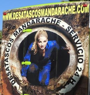 Desatascos Mandarache, S.L. pone una nota de color en su publicidad en las calles de Murcia.