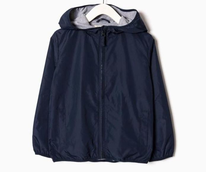 Cortaviento con capucha 17,99€