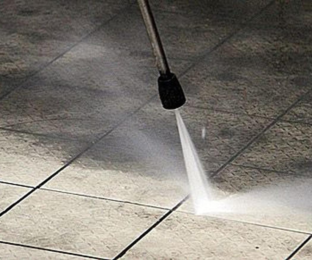 ¿Con qué frecuencia hay que limpiar el suelo del garaje?