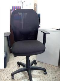 Silla ergonómica PS-15 asiento y respaldo negro.Vista frontal