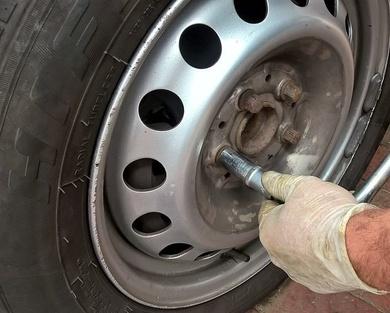 El 20% de los conductores no sabe cambiar una rueda