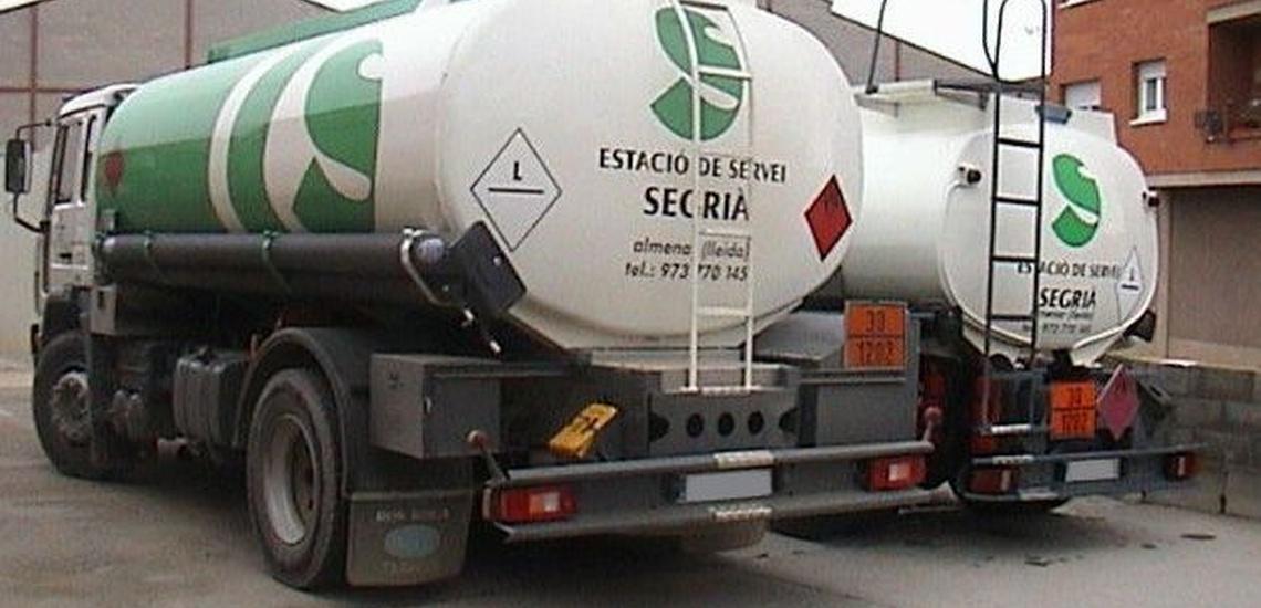 Camiones de distribución de combustible en Lleida