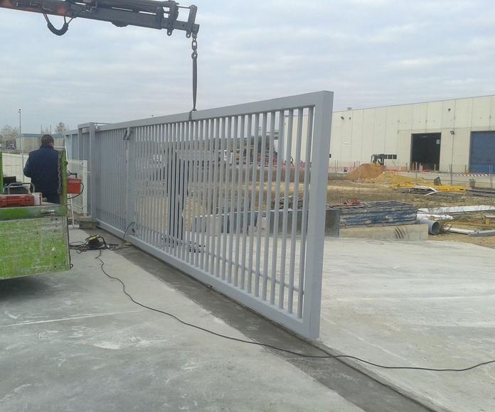 Puerta corredera industrial de barrotes