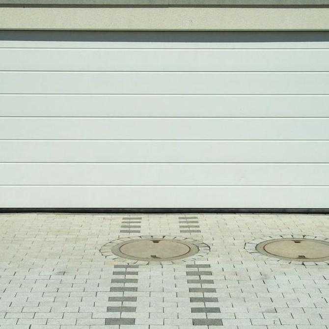 Puertas seccionales para las entradas a los garajes
