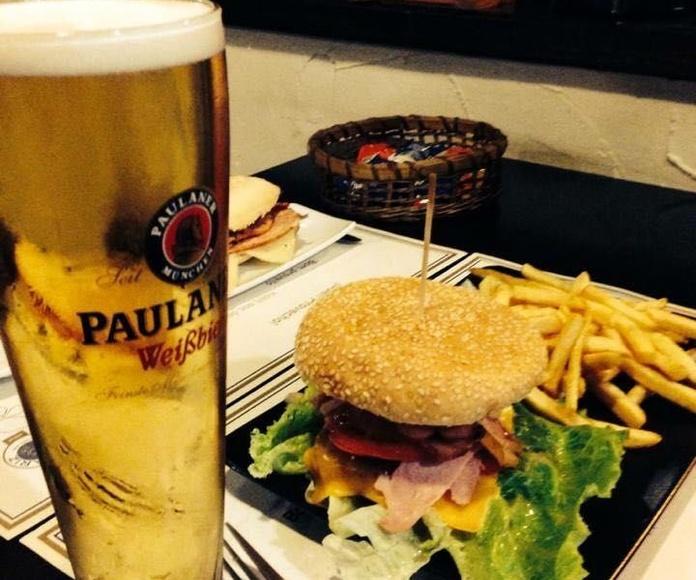 Hamburguesas: En nuestro local de Cervecería Ca'Melán