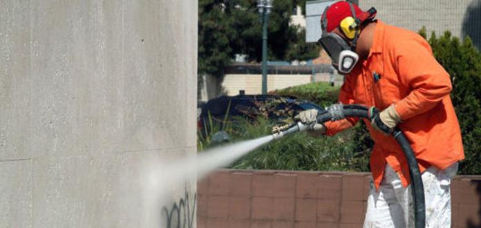 Limpiezas de graffitis: Servicios que Ofrecemos de Limpiezas C.B.