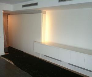 Mueble salón lacado blanco, con iluminación led.