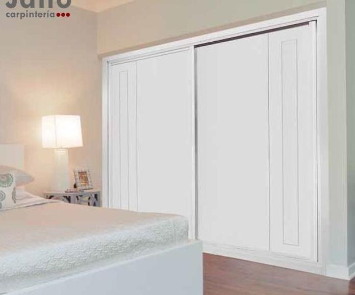 Modelo 922 Armario puertas correderas ranuradas lacado en blanco en Madrid