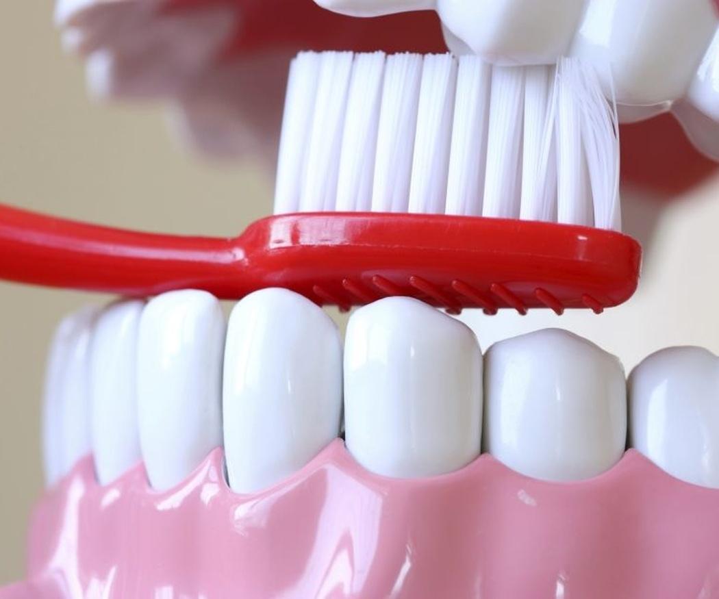 El cepillado de dientes tras la ortodoncia invisible