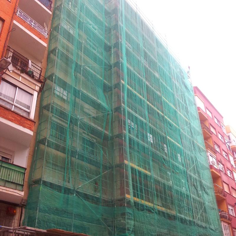 Rehabilitación de fachadas andamio europeo.