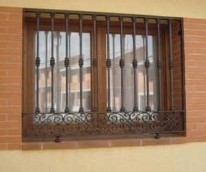 Todos los productos y servicios de Carpintería de aluminio, metálica y PVC: C.L.M. Cerrajeros Segovia