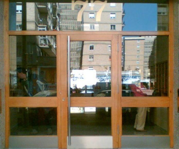 Portales y buzones: Servicios de Carpintería Orla