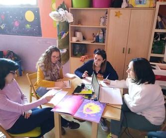 Becas y Ayudas: Nuestro Mundo  de Escuela Infantil Sonrisas
