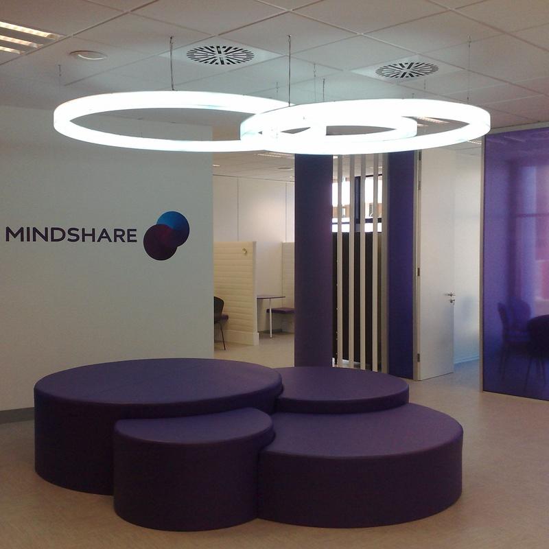 Rótulo luminoso en Madrid fabricado en metacrilato iluminado