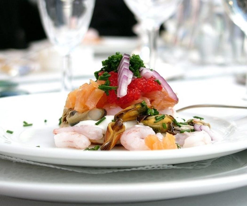 Formas de servir y atender las mesas en un banquete