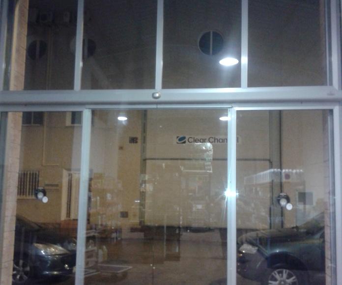Cierre enrollable con frente de aluminio y Cristal Rápida : Puertas automáticas  de Farem Puertas Automáticas