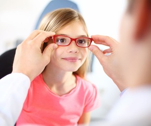 ¿Cuándo deben acudir los niños al oftalmólogo?
