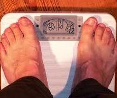 Realizar tareas domésticas mejora la salud cardiovascular de los hombres obesos.