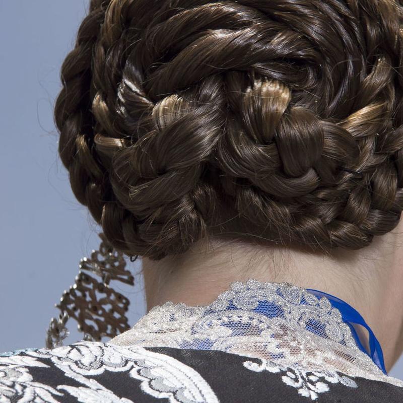 Venta de pelo de fallera: Servicios de Esther Ruiz Peluquería y Estética