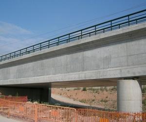 Puente limpio de grafitis