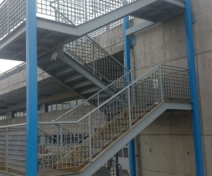 Escaleras de hierro: Trabajos de CYSOL Servicios Integrales