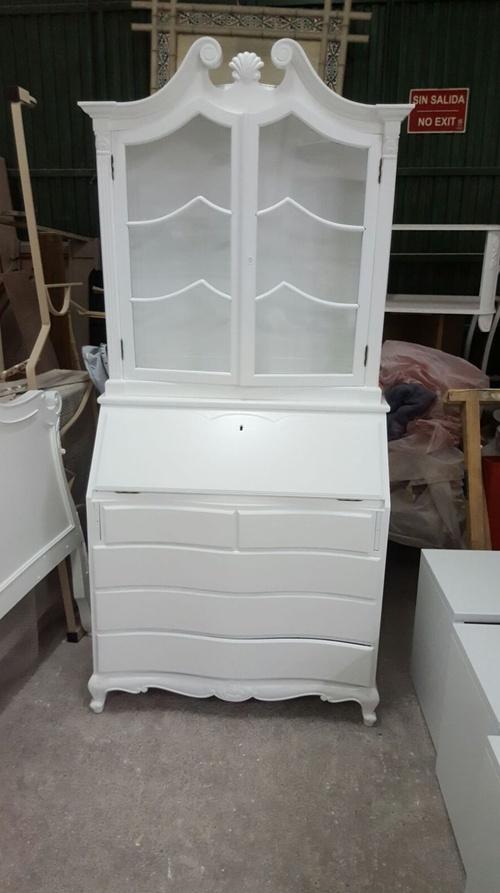 Lacado en blanco de mueble auxiliar