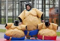 Juego SUMO. 2 trajes con cascos y tatami incluidos