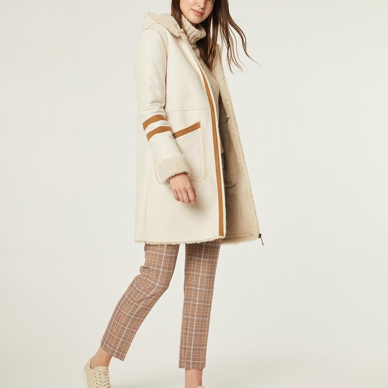Conjunto de chaquetón color crema y pantalón de cuadros: Catálogo de Manuela Lencería