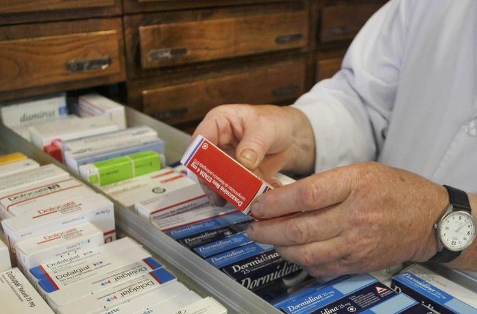Omeprazol, ibuprofeno, ventolín... Más de 1.200 medicamentos bajan hoy de precio