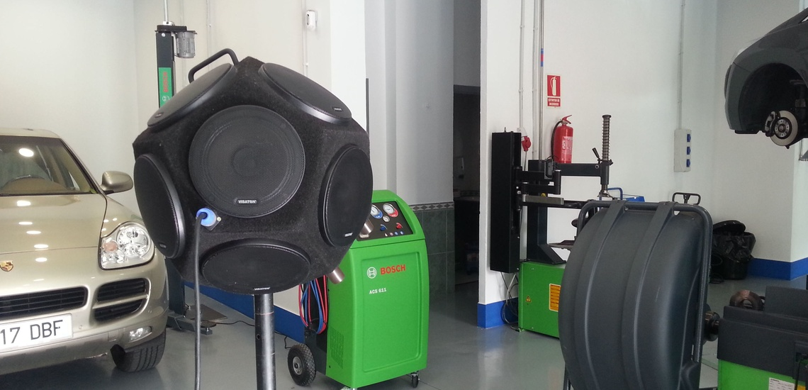 Ensayo de aislamiento en taller de neumáticos (Mr. Gallardo Sevilla)