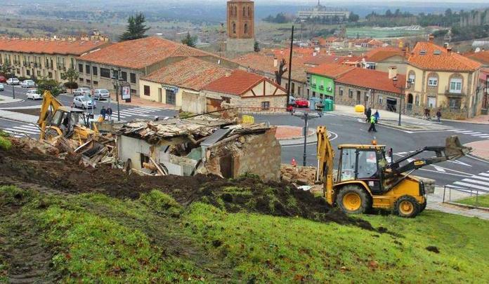 Demolición del antiguo Spar, en la zona donde se ubicaría el aparcamiento