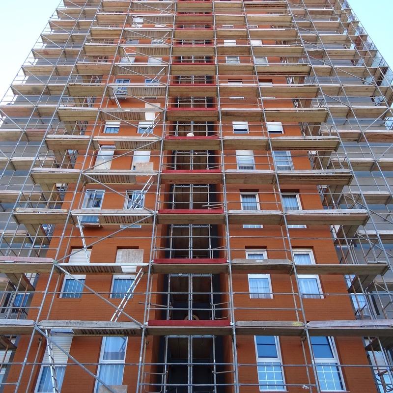 Rehabilitación de fachadas con andamio modular homologado.