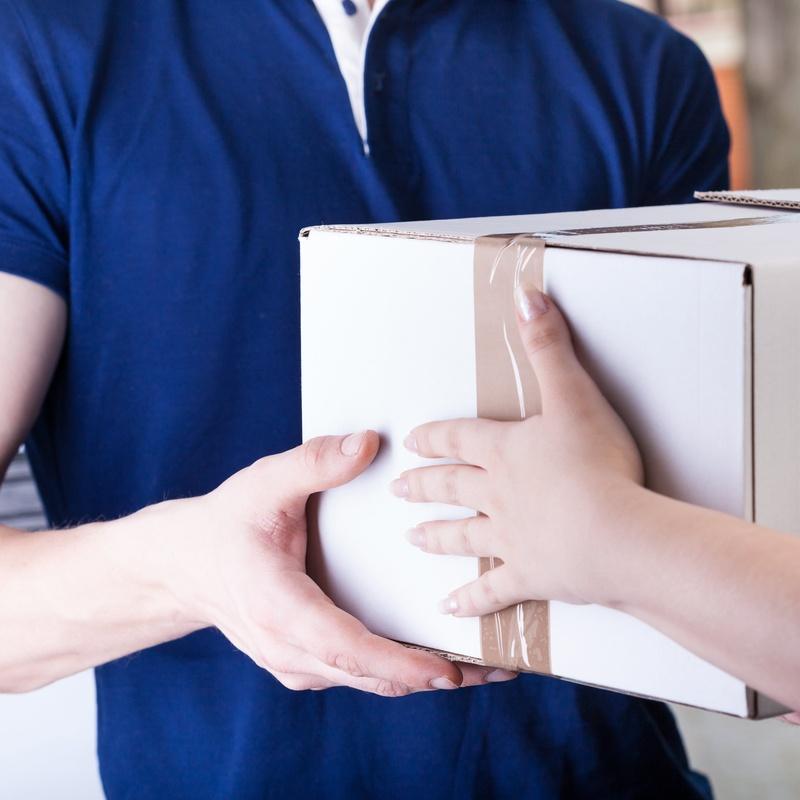 Recogida y entrega de pequeños paquetes: Servicios de Coop. Taxis Denia 965 786 565
