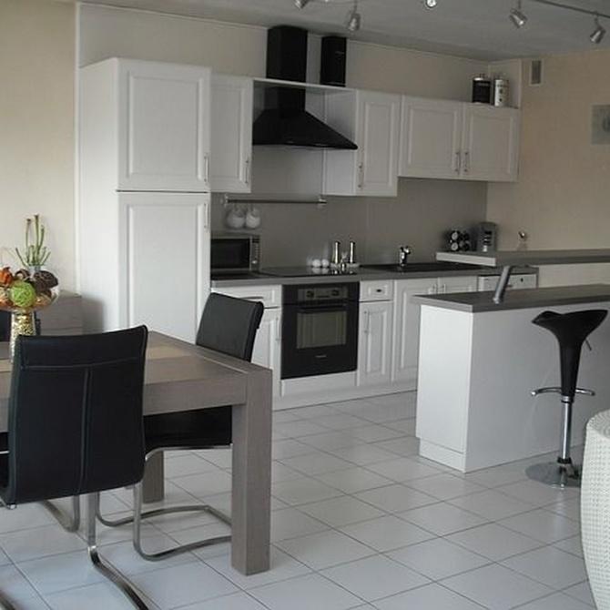 ¿Qué muebles no pueden faltar en tu cocina?