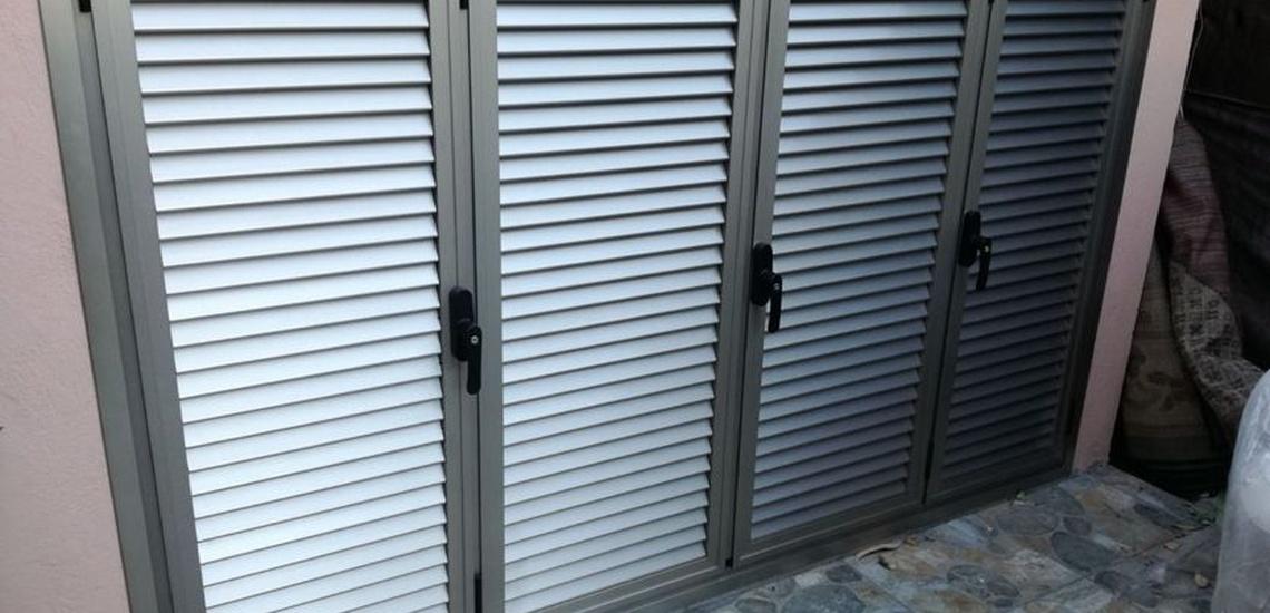 Carpintería de aluminio e instalación de persianas metálicas en Estpona