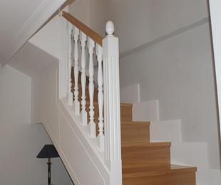 Escaleras de madera a medida , lacadas
