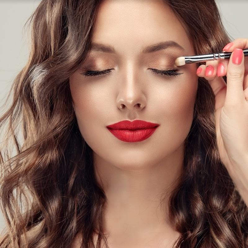 Maquillaje y belleza manos y pies: Servicios de Salón de Peluquería y Estética Iraga