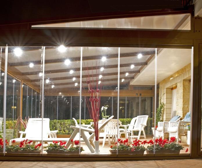 Cerramientos de cristal con luces de techo en Bilbao