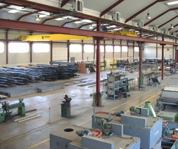 Movimiento de maquinaria industrial en Ajalvir